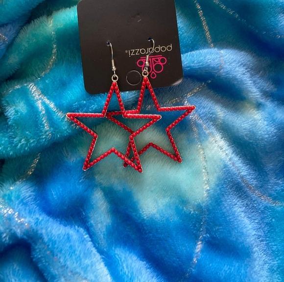 Red star 💫 earrings